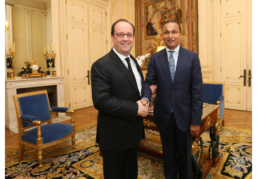 Reliance Group Chairman Anil Ambani met French President Francois Hollande in France